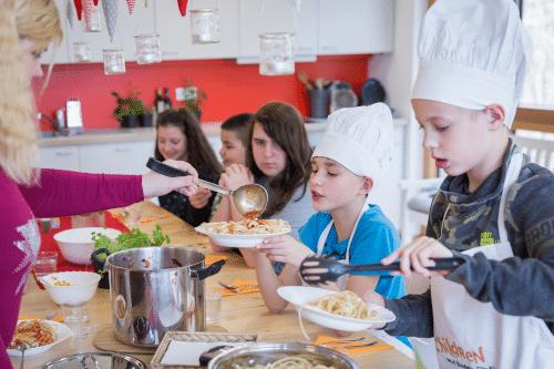 CHILDREN Mittagstisch Luise Aedtner