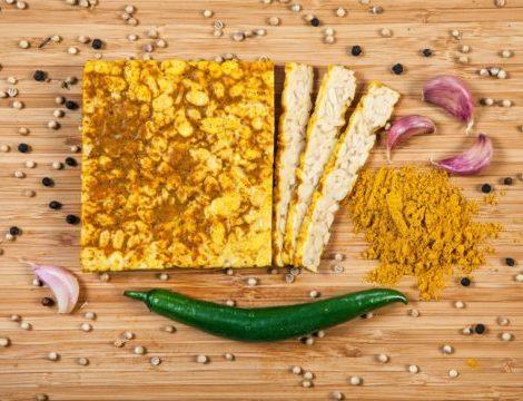 Soja Tempeh Curry Holzdeko